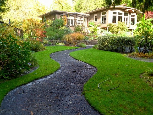 Hire the Best Landscaping Company for Your HOA Today