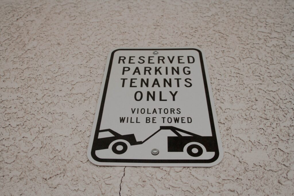 An image of a towing sign.
